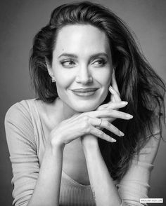 Angelina Jolie says looks dont matter if youre not intelligent in blunt new interview Angelina Jolie Fotos, Angelina Jolie Makeup, Angelina Jolie Photoshoot, Headshot Poses, Portrait Poses, Female Portrait, Celebrity Headshots, Foto Cv, Business Portrait