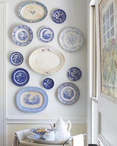 In the dining room of the Harris family's home, featured in our Southern Style special issue, Leslie chose to put her grand collection of classic blue-and-white porcelain on display. On a buying tour Dining Room Blue, Country Dining Rooms, Dining Room Design, Classic Dining Room, Plate Wall Decor, Plates On Wall, Bedroom Designs For Couples, Southern Ladies, Classic Home Decor