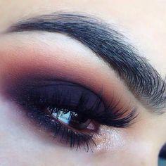 Negro y rojo con unas cejas perfectas