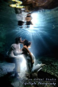 Trash the Dress couples underwater photo shoot!  AMAZING!