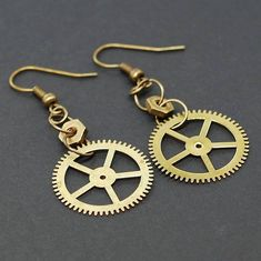Steampunk Jewelry- Brass Hardware & Clock Gear Earrings I made these steampunk style earrings from vintage brass clock gears and brass nuts that I s. Paper Bead Jewelry, Metal Jewelry, Jewelry Crafts, Jewelry Art, Beaded Jewelry, Jewelry Design, Boho Jewelry, Bronze Jewelry, Recycled Jewelry