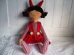 Čertice Čertice je velká od ťapek po růžky asi 38cm.Plněná je dutým vláknem,které je vhodné i pro alergiky. Christmas Décor, Christmas Decorations, Holiday Decor, Elf, Dolls, Fabric Dolls, Baby Dolls, Puppet, Elves