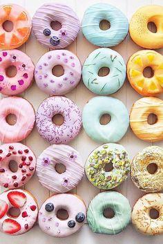 36 Creative Non-Traditional Wedding Dessert Ideas creative desserts 12 Colorful Donuts, Colorful Desserts, Unique Desserts, Creative Desserts, Dessert Party, Cool Wedding Cakes, Wedding Desserts, Rainbow Donut, Rainbow Fruit