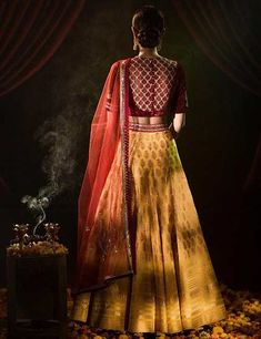 Lehengas are practically everywhere – and also not just restricted to the bride. We present to you the best of lehenga blouse designs with a carefully curated catalog that has the best from the industry right now. Choli Blouse Design, Sari Design, Choli Designs, Lehenga Designs, Simple Blouse Designs, Blouse Neck Designs, Blouse Patterns, Lehenga Choli Online, Lehenga Blouse