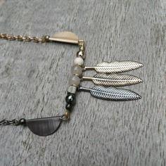 "Collier ""metal leaves"" capsules nespresso, feuilles de métal et perles"