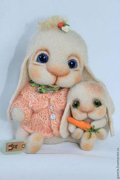 Needle felted mom and baby bunny by Ulyana Shevchenko