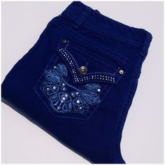 NINE WEST BLING CAPRI Women's Date night fit, bling capri, electric blue, back pockets are jeweled and embroidered, mid rise, curves fit through hip & thigh, 98%cotton 2% Spandex, one stitch is skipped as seen in last photo, could be reinforced but is not necessary since there is a double seam, price reflects. (#11 Nine West Jeans Ankle & Cropped