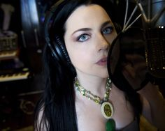 "Evanescence's Amy Lee covers ""It's A Fire"" of Portishead"