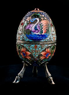 '' Egg Beijing '' by Gregory Sbitnev circa - Silver, cloisonne enamel, ruby cabochon - Photography: Image MAS Art Nouveau, Fabrege Eggs, Monuments, Faberge Jewelry, Fine Porcelain, Painted Porcelain, Porcelain Vase, Antique Bottles, Egg Art