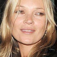 Kate Moss gezicht van Kérastase.    Topmodel Kate Moss heeft weer eens een grote campagne binnengehaald. Ze is het gezicht van de nieuwe 'Couture Styling'-lijn van kappersmerk Kérastase. LEES VERDER OP : WWW.TISNIEWAAR.NL