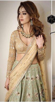 New Wedding Indian Dress Bridal Lehenga Ux Ui Designer 19 Ideas Lehenga Designs, Saree Blouse Designs, Designer Bridal Lehenga, Indian Lehenga, Lehenga Choli, Indian Wedding Outfits, Indian Outfits, Indian Clothes, Indian Engagement Outfit