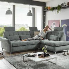 """Pohodlná sedací souprava v látkovém provedení konfigurovatelná do mnoha různých rohových variant, sestav tvaru """"U"""" a nebo jen jako samostatná sofa. U většiny elementů """"posunovatelná zádová opěradla - nastavení hloubky sedu"""" ve standardu."""
