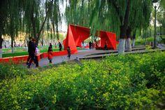 绿道中的红折纸