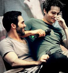 I'm a guy with a great love for Teen Wolf and the original cast. I post a lot of the male cast and Sterek. Ship hate/ negativity to the art and gifs reposed here, will NOT be tolerated. Stiles Teen Wolf, Teen Wolf Cast, Stiles Derek, Teen Wolf Boys, Teen Wolf Dylan, Teen Wolf Derek, Dylan O'brien, Mtv Movie Awards, Meninos Teen Wolf