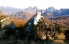 South Africa Online Tourism magazine offer where to stay and what to do. Explore South Africa holidays and discover the best time and places to visit. South Africa Holidays, Hiking Guide, Kwazulu Natal, Day Hike, World Heritage Sites, Cool Places To Visit, The Good Place, Tourism, National Parks