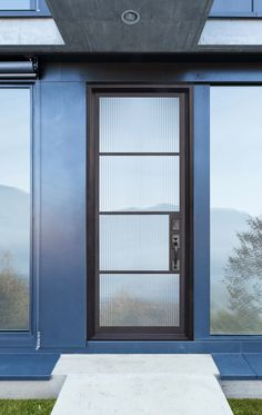 GlassCraft's 4 Lite steel door from the NP design series of its Buffalo Forge product line. Shown here with reeds glass.