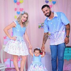 Family Outfits, Kids Outfits Girls, Girl Outfits, Baby Birthday Dress, Girl First Birthday, Frocks For Girls, Little Girl Dresses, Mom Daughter Matching Outfits, Vestidos Para Baby Shower