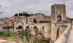 Besalú (Girona), an urban landscape frozen in time including bridges, walls and buildings that have not changed for centuries Places To Travel, Places To See, Portugal, Spanish Towns, Medieval Town, Mundo Animal, Spain Travel, Travel Goals, Travel Around