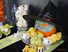 { Chips og guamacamole - tilpasset Halloween!} - ToneroseDesign Halloween Sweets, Nachos, Guacamole, Chips, Cake, Potato Chip, Kuchen, Tortilla Chips, Potato Chips