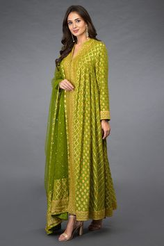 From our Heritage Bridal Collection, this beautiful mehandi green Peshwa Anarkali has handcrafted off white- yellow Bandhej and banarasi rose gold zari weave all over with banarasi rose gold zari weave floral borders on hemline (ghera), front pan Kurta Designs Women, Salwar Designs, Kurti Designs Party Wear, Blouse Designs, Indian Gowns Dresses, Pakistani Dresses, Dress Indian Style, Indian Outfits, Indian Wear