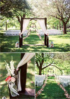 outdoor wedding ceremony decor @weddingchicks