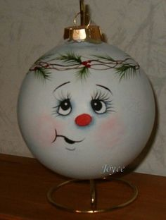 Clear glass ornaments are transformed into cute snowball characters with different expressions. Chose from the classic carrot nose or a cute button nose. These are large inch hand painted ornaments they make the perfect gift for co-works, teachers, frie Snowman Faces, Cute Snowman, Snowman Crafts, Christmas Projects, Christmas Art, Holiday Crafts, Christmas Bulbs, Thanksgiving Holiday, Teacher Ornaments