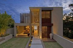 House in Vaucluse, a suburb of Sydney, Australia. This modern family home in Vaucluse, a suburb of Sydney, Australia was designed by the creative team of Facade Design, Exterior Design, Style At Home, Residential Architecture, Interior Architecture, Exterior Wall Cladding, Espace Design, Australia House, Sydney Australia