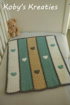 Mijn variatie op de blanket stitch. Gehaakt MaxiCosi dekentje met hartjes van Koby's Kreaties. Voor meer baby- en kraamcadeaus, kijk op www.facebook.com/kobyskreaties