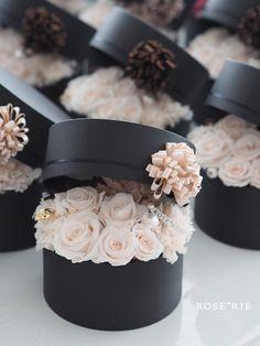 Hat Box Flowers, Flower Box Gift, Flower Boxes, Real Flowers, Paper Flowers, Beautiful Flowers, Bouquet Box, Flower Boutique, Flower Packaging