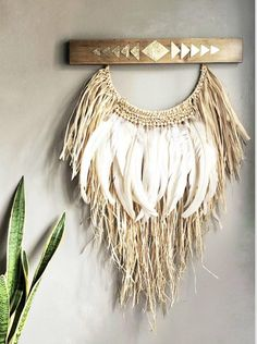Freshen up your beach pad with some beautiful wall decor. Natural raffia wall hanging with rooster feathers, and gold leafed geometric design. Boho Diy, Bohemian Decor, Raffia Crafts, Rooster Feathers, Bohemian Tapestry, Deco Boheme, Arts And Crafts, Diy Crafts, Boho Wall Hanging