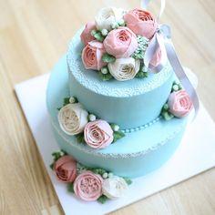 #weddingcake ♡  #flowercake #buttercreamcake #그레이케이크 #플라워케익 #플라워케이크 #천안베이킹 #천안 #천안플라워케이크 #버터크림케이크 #웨딩케이크