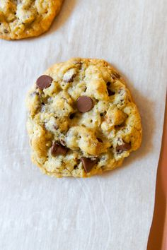 So, I Made the Official Doubletree Chocolate Chip Cookies (Bake at Sweet Desserts, Just Desserts, Doubletree Cookie Recipe, Cookie Recipes, Dessert Recipes, Cooking Cookies, Choco Chips, Candy Cookies, Chocolate Chip Cookies