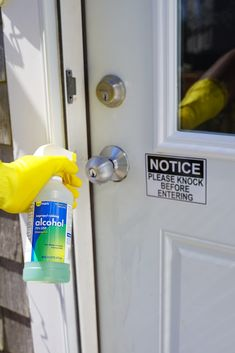 HOME & GARDEN Rubbing Alcohol Uses February 2020 Most may think that rubbing . - HOME & GARDEN Rubbing Alcohol Uses February 2020 Most may think that rubbing alcohol only belongs - Homemade Cleaning Supplies, Diy Home Cleaning, Household Cleaning Tips, House Cleaning Tips, Diy Cleaning Products, Cleaning Hacks, Cleaning Recipes, Cleaning Solutions, Cleaning Bathrooms