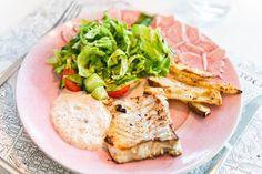 Smörstekt torsk med romsås, med potatis.
