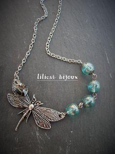 collier libellule , swarovski et perles de verre : Collier par lilicat