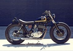 Yamaha Brat Style by Salty Speed Co Vintage Motorcycles, Custom Motorcycles, Custom Bikes, Yamaha Sr400, Sr400 Cafe, Scrambler, Yamaha Motorbikes, Yamaha Motorcycles, Norton Cafe Racer
