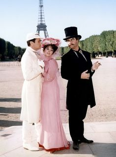 Tony Curtis, Natalie Wood, and Jack Lemmon in Paris for the Blake Edwards comedy The Great Race, Old Hollywood Movies, Hollywood Stars, Hollywood Actresses, Classic Hollywood, Actors & Actresses, Vintage Hollywood, Natalie Wood, Tony Curtis, Movie Costumes