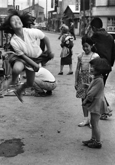 William Klein. Japanese children playing outside