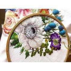 고지가 눈앞 묵혔다가 푹 고아먹으려 했는갑다. 1년이 다 되도록 열어보지 못하고 이제야 햇빛들게 한다. #handmadebag#handstitch#embroidery#flowerembroidery#embroideryhoop#embroideryart#flowerstitch#needlework#handembroidery#꽃자수#프랑스자수#야생화자수#핸드스티치#자수가방#핸드메이드가방#손자수#여행가방#꽃자수#프랑스자수#인천자수공방#인천자수#프랑스자수#야생화자수#생활자수#인천프랑스자수#마마케이#청라자수공방#핸드메이드가방#청라국제도시#청라#자수#자수타그램