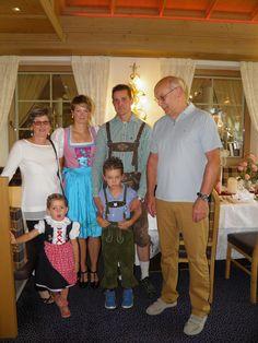 HAPPY BIRTHDAY!!!! Unser lieber Gast und Freund Harald Unser feiert heute seinen 60igsten Geburtstag im WohlfühlHotel Schiestl! Das gesamte Schiestl Team wünscht ALLES GUTE, viel Glück und vor allem Gesundheit!! Wenn auch du Harald gratulieren willst klick auf Gefällt mir.  Am Foto ist der Jubilar mit seiner süßen Familie zu sehen.