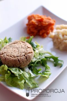 Pieczone wegańskie kotleciki z grochu z puree z pietruszki i marchewki  http://www.dietetyk-proporcja.pl/blog/kategorie/przepisy/105-pieczone-weganskie-kotleciki-z-grochu-z-puree-z-pietruszki-i-selera
