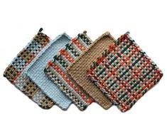Each pack contains 4 bags of Custom Cotton PRO size Loops (one of each color) in Orange, Powder Blue, Autumn, and Pine. Potholder Loom, Potholder Patterns, Crochet Potholders, Weaving Art, Loom Weaving, Crafts To Do, Arts And Crafts, Weaving Designs, Weaving