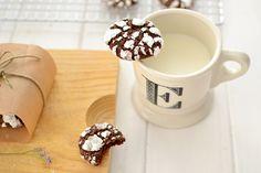 Ayer preparé estas crackle cookies de chocolate , que en español sería algo así como galletas resquebrajadas. Además de estar buenísimas, m...