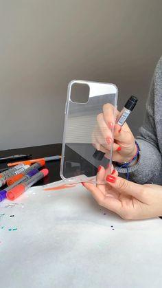 Girly Phone Cases, Art Phone Cases, Iphone Cases, Iphone 11, Diy Crafts Hacks, Diy Crafts For Gifts, Creative Crafts, Diy Resin Phone Case, Diy Phone Case Design