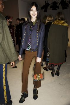 Burberry Fall 2016 Ready-to-Wear Beauty Photos - Vogue