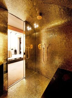 Just look at this über luxurious bathroom with gold leaf mosaic Aureo by Trend Group. Mold In Bathroom, Mosaic Bathroom, Gold Bathroom, Mosaic Tiles, Master Bathroom, Small Bathroom, Bathroom Tubs, Bathroom Canvas, Shiplap Bathroom