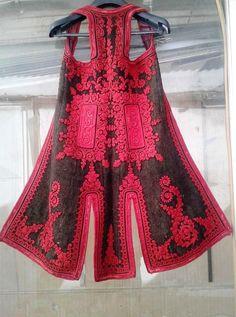 Ζαγορίσια φλοκάτα (σιγκούνι) Folk Clothing, Medieval Clothing, Greek Costumes, Dance Costumes, Macrame Wall Hanging Patterns, Folk Costume, Macedonia, Albania, Retro Dress