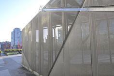 [888] #Cerramiento de #malla #metálica #Dublin http://arquitecturadc.es/?p=9288 #arquitectura en #detalle.