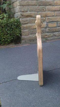 DIY: Boekensteun van een houten snijplank! :)