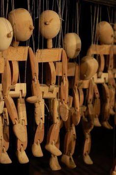Marionnettes en bois a fil.